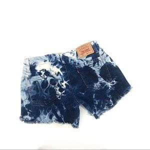 Levi's tie dyed jeans shorts raw high waisted 28